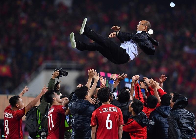 Cùng ủng hộ đội tuyển Việt Nam ở giải AFF Cup sắp diễn ra vào tháng 12 sắp tới nhé
